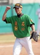 東石先發投手蔡智榆完投九局獲勝後握拳為自己喝采.jpg